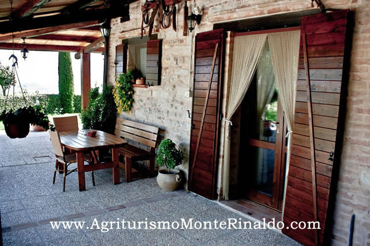 Agriturismo Marche Apartment Outside Eating